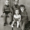 F2270<br /> V.l.n.r.: Ben, Louis, baby Jan en Toni Moerkens. Foto: ca. 1942.