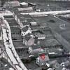 F3568<br /> Luchtfoto van de pas gebouwde huizen en bungalows in het laatste gedeelte van de Menneweg, voor het viaduct. Achteraan de boerderij Anna Hoeve