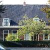 F0140 <br /> Panden aan de Hoofdstraat, nr. 127 en nr. 129. Vanouds bewoond door de families Moolenaar. Het linkse pand is jarenlang bewoond geweest door P. Moolenaar met zijn zaadhandel. Nu (2016) is het pand gerestaureerd, met een stenen leeuw in de voortuin en werd bewoond door E.P. Audiffred, een zoon van Audiffred van het kledingmagazijn. Het rechtse pand werd bewoond door Jan Moolenaar. Beide panden kwamen voor op de selectie van de werkgroep Monumentenbeleid (1991) t.b.v. de gemeentelijke monumentenlijst van Sassenheim.