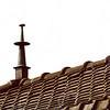 F4348e<br /> Een dakversiering, een zgn. makelaar, op het dak van een woning aan de Hoofdstraat 143, villa 'Siwah'.Foto: 2002.