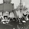 F2571<br /> 2571Uitvoering door het hervormd kerkkoor De Lofstem in de Ned.-herv. kerk (Dorpskerk). De dirigent keert zich naar het publiek,  dat blijkbaar mee moet zingen.