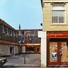 F0306 <br /> De ingang naar de Doe Het Zelfmarkt en verkoop van kasten, bureaus etc. van M. Plagmeijer en Dick Perfors aan de Hoofdstraat. Zie ook foto F0305.   Foto: 1985.