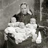 F3165<br /> Cornelia Rotteveel-Langeveld en haar drie dochters. Foto: 1897