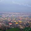 F3477<br /> Een luchtfoto, gemaakt op de grens Sassenheim-Lisse.<br /> De weg in het midden (slingert van beneden naar boven) loopt naar Noordwijkerhout. De weg van links naar rechts (moeilijk te zien) is de Hoofdstraat, die loopt richting Lisse.