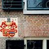 """F4052 <br /> Het wapenschild uit 1628, dat in de muur van het 'Oude Koningshuijs"""" is gemetseld. Foto: 2004"""