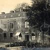 F0779 <br /> Het bloembollenhuis en de kantoren van Van Waveren en Kruijff, gebouwd in 1895. Ze stonden naast Het Oude Koningshuys. Foto: vóór 1921.<br /> <br /> [Collectie Oudshoorn 005: bloembollenhuis en kantoren Van Waveren en Kruijff 1895.]