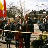 F1574 <br /> De viering van het 50-jarig bestaan van de Parklaan. In het midden mevr. Wagemakers (wethouder). Symbolisch wordt hier weer een lint doorgeknipt. Foto: 2002.