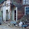 F0595b <br /> Afbraak van het pand Hoofdstraat 139a. De voormalige kosterswoning en het gereformeerde kerkje. Gebouwd: ca. 1820; kerkje 1865-1876; woonhuis 1876-1980; winkel 1919-1980. Foto: 1997.