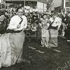 F2660<br /> Oranjefeest. Dit zijn leden van de mondorgelclub Excelsior.<br /> Het paar links is Jan Kriek en echtgenote. Rechts Kees van der Voet en echtgenote.