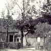 F0748a <br /> Drie verschillende afbeeldingen van boerderij De Oude Hortus van de fam. Van der Meij. Zie ook F0748b en 748c. De boerderij is afgebroken in 1958. Op deze plek is nu de Slotlaan. Foto: ca. 1958.
