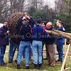 F0594g <br /> Het plaatsen van het ooievaarsnest in het park Rusthoff op 15 maart 1997 door leden van de scoutinggroep onder toezicht van Hans Hardenberg en Nico Breedijk. Foto: 1997.