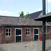 F0742a <br /> De stallen van de boerderij van Kees van der Ploeg aan de Menneweg. Foto: 2003.