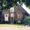F0061 <br /> De boerderij Schoonewegen, gelegen aan de Rijksstraatweg is lange tijd bewoond door de fam. Ruijgrok. Het is een prachtig pand met boogjes boven de deur en de ramen. Rechts een opkamer. Boven de deur prijkt een paardenhoofd. Dit slaat blijkbaar op de bijbehorende manege. Foto: 1979.