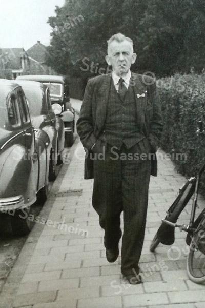 F3374<br /> Karel Willem van Breda in de J.P. Gouverneurlaan.