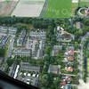 f3478<br /> Een luchtfoto van de Teijlingerlaan, genomen uit een helicopter. Rechtsboven is de ruïne van Teijlingen te zien.<br /> Rechts in het midden staat het appartementencomplex Monte Carlo.