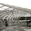 F2284<br /> De herinrichting van de bollenschuur van Baartman & Koning als tennishal. Foto: 1956.<br /> Nieuwbouw van de narcissenhal van Baartman & Koning. Foto: 1956.