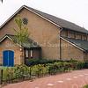 F2616<br /> De gymnastieklokalen aan de Parklaan. In de schuur met de blauwe deur stond het materiaal voor de gymlessen op het sportveld dat zich aan de linkerzijde bevond. Helemaal links het eerste huis aan de Rembrandtlaan.