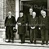 F2035<br /> Bezoek van prins Hendrik. V.l.n.r.: burgemeester J.P. Gouverneur, prins Hendrik, gemeentesecretaris W. Los, wethouder W. Warnaar, het oudste raadslid J.M.J.L.A. Speelman en wethouder H. Bader. Foto: 1931.