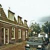 F1595 <br /> De vroegere Burchtstraat; op de achtergrond de Hoofdstraat. In 1990 is de straat gesloopt om plaats te maken voor nieuwbouw. Foto:1987.