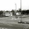 F2328<br /> De patatkraam van Thomas van Kesteren. Hij stond ongeveer op dezelfde plaats als de kiosk annex snoeptent van Cor van Werkhoven. Later is de kraam verplaatst naar de Oosthaven, hoek Parklaan. Foto: begin jaren '60.