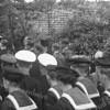 F3730<br /> De herbegrafenis op 25 mei 1949 van adelborst Leendert van Leeuwen op het kerkhof van de Dorpskerk te Sassenheim.  Militairen van vliegkamp Valkenburg waren hierbij aanwezig.