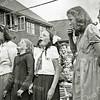 F1532 <br /> Bevrijdingsfeest. Koekhappen. Vlnr: Sjaan van der Hulle; Joke Huyts; Nel Knetsch; Riek de Boer en Mien Molenaar (dochter van Bram Molenaar uit de Kerklaan). Foto: 30 en 31 augustus 1945.