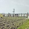 F3200 <br /> Het toegangspad naar het Rijnlands Lyceum. In de verte de watertoren aan de Wasbeekerlaan. Foto: augustus 1989. (Collectie C. Pieterse)