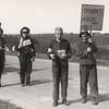 F4474<br /> Bevrijdingsoptocht: óp dit feest hoort geen beest'. Foto: 1945