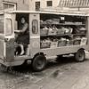 F3625  <br /> De groentenkar van Nederstigt. Voor de aanschaf van de wagen werd de groenten gevent met paard en wagen.