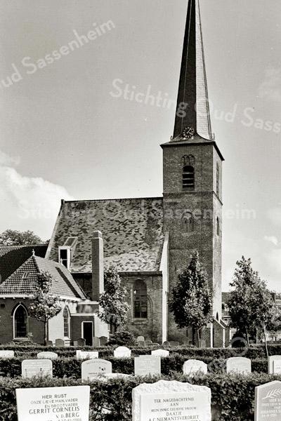 F3343<br /> De noordzijde van de Ned.Herv. Kerk (Dorpskerk). Foto: 1967