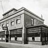 F2734<br /> Hotel café-restaurant 'Het Bruine Paard' aan de Hoofdstraat. Het was een zeer oude herberg. Vóór 1870 vergaderde hier de Gemeenteraad en daarvóór het Regthuijs, waar Schout en Schepenen bijeen kwamen. Verbouwing door de architecten Ponsen en Lohmann. Gesloopt in 1979. Foto: vóór 1929