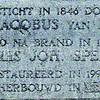 F3906<br /> De gedenksteen van Jan Jacobus van Rhijn, de stichter én de eerste eigenaar-bewoner van wat nu 'De molen van Speelman' heet. Van Rhijn werd op 26 april 1798 te Durgerdam geboren.