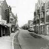 F1360 <br /> Hoofdstraat 270, rechts de winkel van Fianen, cd-speciaalzaak. Op nr. 272: Zeeman; nr. 274 Euro-Hair. Hiernaast het café De Twee Wezen met de ingang op de Oude Haven. Links op de foto de wijnhandel van Van Niekerk.