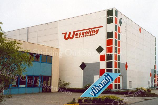 F1833 <br /> De bedrijven Vihamij en Wesseling op Industrieterrein Jagtlust te Sassenheim. Foto: 2000.