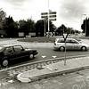 F2482<br /> De rotonde in Sassenheim-noord, waar de Van Pallandtlaan en de Carolus Clusiuslaan op de Hoofdstraat uitkomen. Foto: 2001.