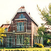 F2907<br /> Villa De Tijloos aan de Hoofdstraat 78, in 1902 gebouwd voor de familie R.H. Beerhorst, daarna bewoond door de fam. Gouverneur. Foto: 1992.