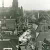 F4225a <br /> De weekmarkt in de Hoofdstraat , gezien in zuidelijke richting