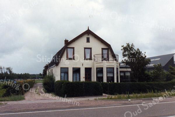 F3538<br /> Rijksstraatweg 54-56. In dit huis woonde de fam. A. Verdegaal. Aan de achterzijde, op nr. 56, woonde mevr. W. Verdegaal-v.d. Kamp. Het pand werd in 2007 gesloopt en daarna is er een landhuis neergezet.