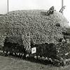 F2951<br /> Een corsowagen van de Vleeswarenfabriek van de fa. Malmberg. Foto: 1949