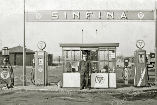 F2981<br /> Het tankstation bij wegrestaurant 'de Uiver' van de fam. Van Zoen.