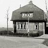 F0260 <br /> Het woonhuis van Arie A. Beijk, Rusthofflaan 53, de grootvader van de gebroeders Beijk. (zie ook foto F0255) Rechts een stukje van het woonhuis en de schuur van bloembollen- en tuinplantenhandel Roozen. Links van het huis werd eind jaren '50 het begin van de Essenlaan aangelegd - op de foto kijken we nog het vrije polderland en zien we zelfs de Kagerplassen. Thans is het grootste gedeelte bebouwd. Foto: ca. 1935