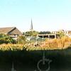 F4372<br /> De achterkant van de aardewerkfabriek Velsen. Het lege terrein is ontstaan na de sloop van het buurtje achter de moskee en de asschuur. Foto: 2002