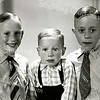 F2269<br /> V.l.n.r.: Bram, Gerard en Jan Waasdorp. Foto ca. 1944/45.