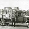 F2936<br /> Een vrachtwagen van Z&P. V.l.n.r.: Een onbekende, Wim van der Lans en dhr. Bloemendaal.