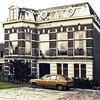 F0687 <br /> Huize Vredesteyn aan de Hoofdstraat, gebouwd in 1881 voor bloembollenhandelaar J. Kruijff. Hij noemde het huis naar zijn vrouw 'Villa Nella'.  Later heeft het de huidige naam gekregen. Sinds de jaren '90 is er het notariskantoor van G. Schrama gevestigd. Zie ook 'Sassenheim in Grootmoeders tijd' en 'Sassenheim in oude ansichten'.