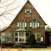 F2887<br /> Teijlingerlaan 13. Villa 'Nieuw Teijlingen', gebouwd voor bollenhandelaar A. v.d. Voet; architect P. Oudshoorn. Het pand werd later bewoond door de fam. Doornbosch. Foto: 1992.