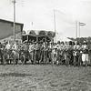 F2856 <br /> Ringsteken op de fiets op de kermis van 1925 op de dorpsweide bij de Oosthaven in de Molenstraat.