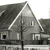 F1855 <br /> Adelborst van Leeuwenlaan2, op de hoek van de Meidoornlaan. De familie Van Maanen woonde hier lange tijd, thans al vele jaren bewoond door de fam. Molkenboer.