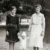 F2236<br /> 17 september 1933 in de  Haarlemmerhout. V.l.n.r.: Annie, Henk en Jo van Rijn.