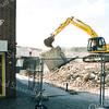 F2489<br /> De Oude Haven. De sloop van dierenspeciaalzaak Kluivert tbv van nieuwbouw. Foto: 2002